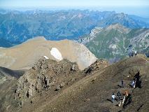 People on the Schilthorn ridge