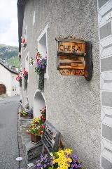 Versierd huis in Chamues-ch