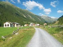 Een gehucht in Val Susauna