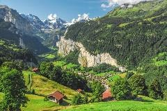 View over the Lauterbrunnen valley
