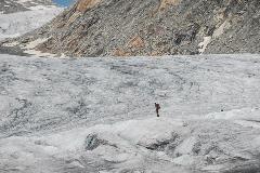 Eenzame bergbeklimmer op de Rhônegletsjer