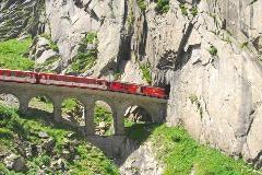 Regional train in the Schöllenen gorge