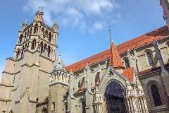 Westelijke toren van kathedraal Lausanne