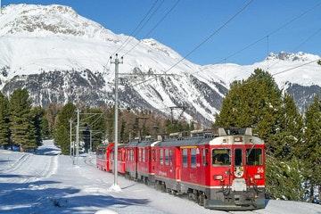 Punt Muragl trein sneeuw