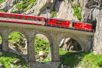 Train in the Schöllenen gorge