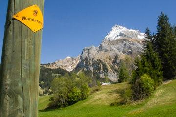 Signalisation der Wanderwege bei Gsteig, Region Gstaad