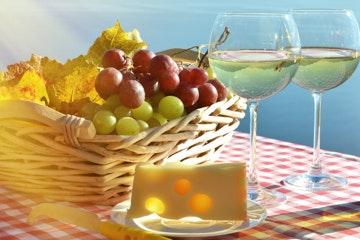 Gläser mit Schweizer Wein