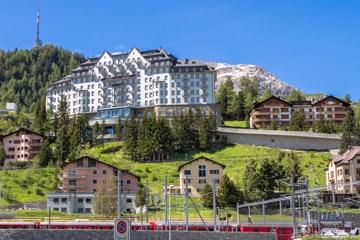 St. Moritz treinstation en Carlton-hotel
