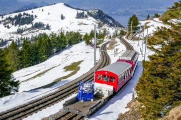 Mountain train between Rigi Kulm and Rigi Staffelhöhe