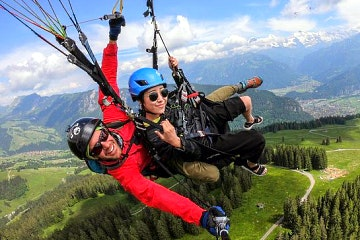 Paragliding flight in the Bernese Oberland