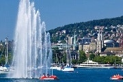 Zurich tour with boat ride and Lindt chocolate factory outlet