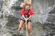 Canyon swing in de gletsjerschlucht van Grindelwald