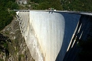 Bungee jump from the Verzasca dam