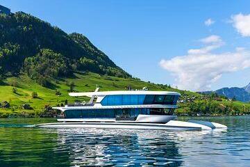 Boottocht op de Vierwaldstättersee met een catamaran