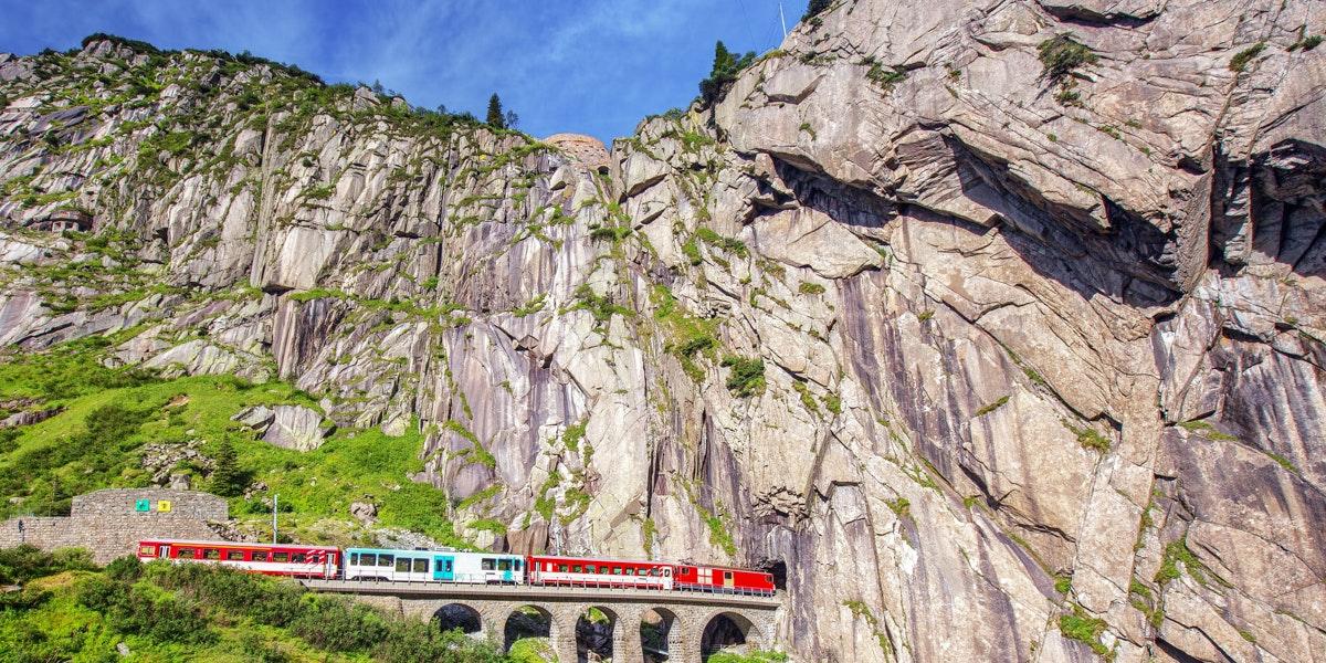Zug Teufelsbrücke