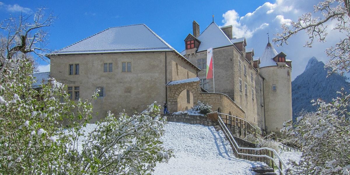 Gruyères Castle snow