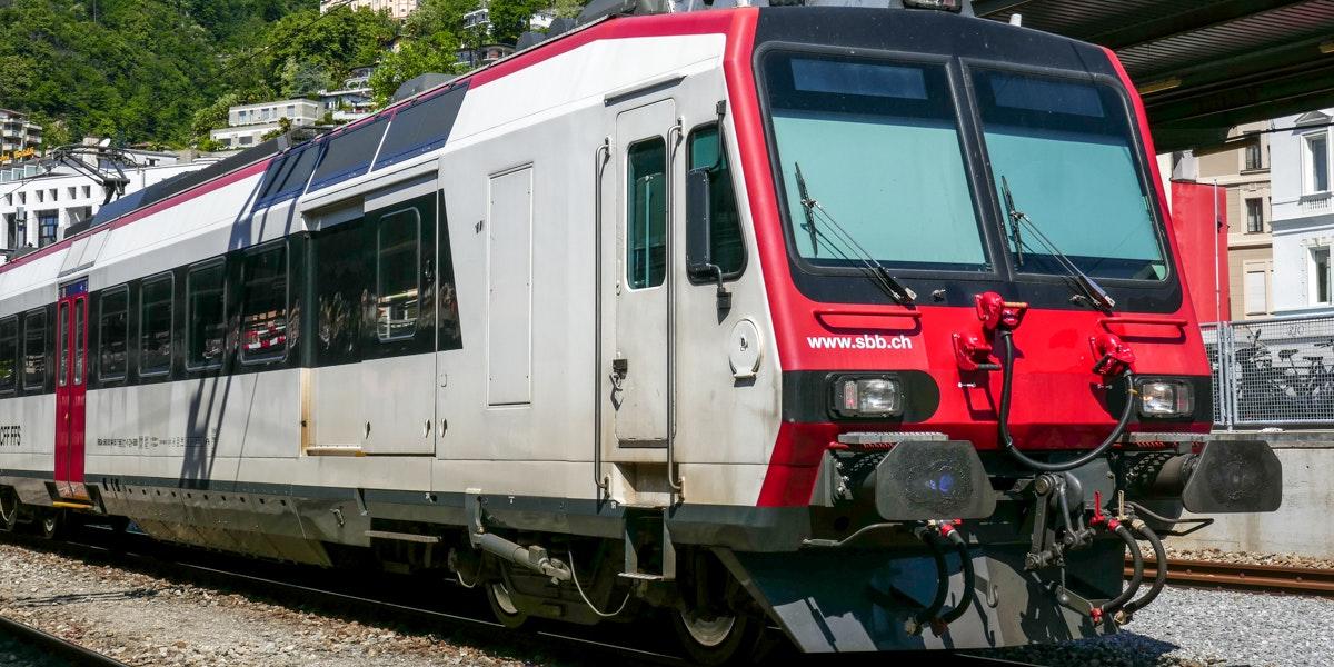 Zug in Locarno