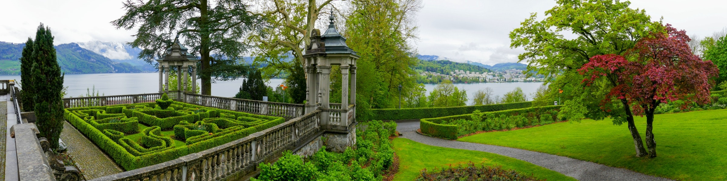 Meggenhorn Castle garden